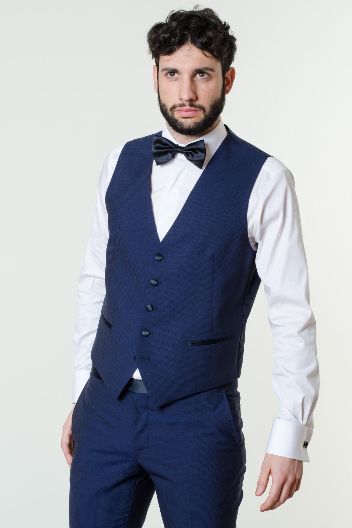 Ogni abito by BOSS è caratterizzato da materiali raffinati e un taglio impeccabile. L'attenzione per i dettagli e il taglio esperto assicurano una vestibilità perfetta e uno stile intramontabile. Acquisto rapido.