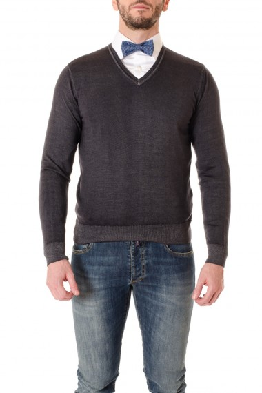 Gray V-neck sweater for men WOOL & CO.