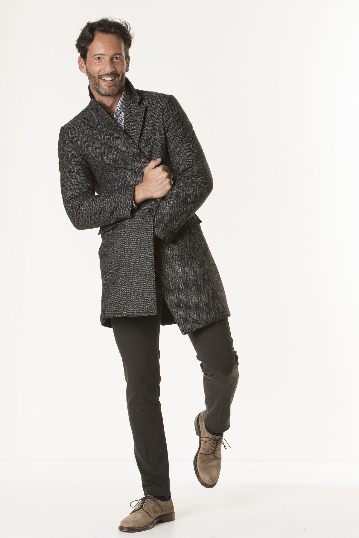 I cappotti da uomo firmati dagli stilisti più prestigiosi sono disponibili online su fishingrodde.cf Cappotti uomo classici, informali, eleganti, sportivi, di tendenza, confezionati con materiali preziosi come il cachemire. Scopri su fishingrodde.cf le proposte della stagione e scegli ogni giorno uno stile diverso.