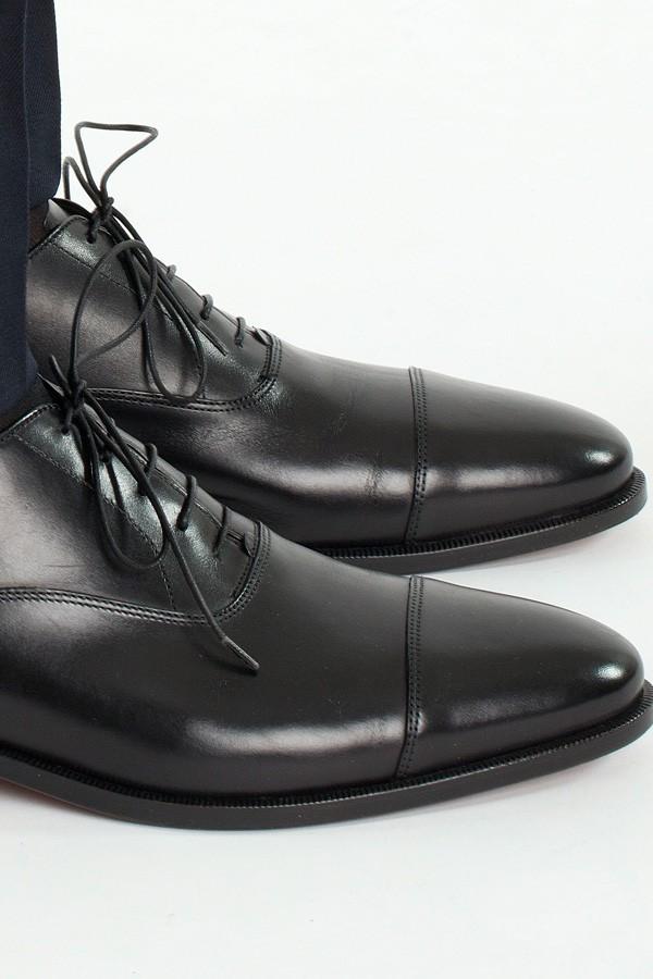 Scarpe nere in cuoio spazzolato. Botti. Uomo.