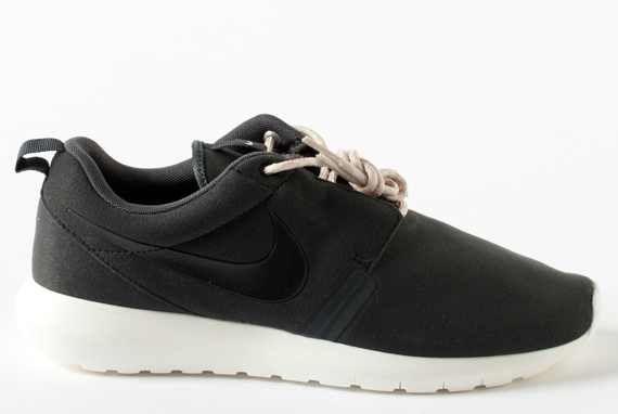 scarpe nike nere suola bianca