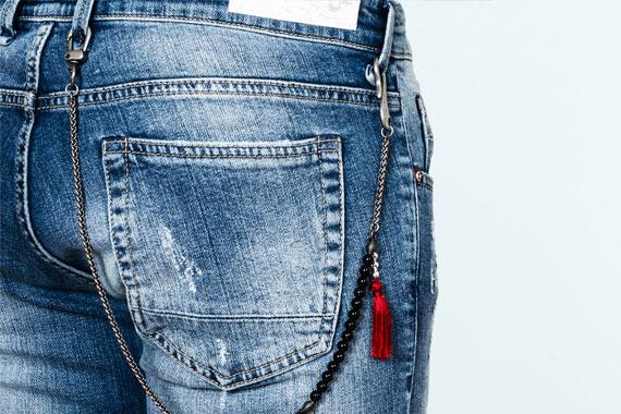 Dettaglio dei jeans denim Re-Hash c+